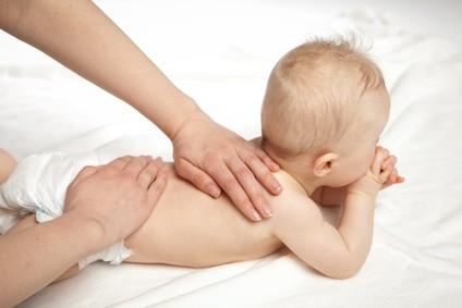 Osteopathie für Babys (c) Fotolia.de / Kristin Gründler
