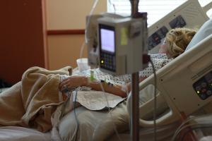 Patientin in einer Klinik