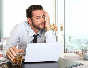 Alhoholsucht ist ein Problem in der Arbeitswelt