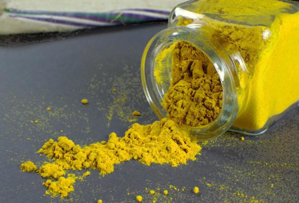 Kukurmin - medizinisch wirksamer Farbstoff im Gelbwurz