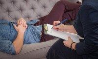 In dringenden Fällen bezahlen gesetzliche Krankenkassen eine Therapei bei privat abrechnenden Therapeuten