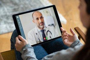 Videosprechstunde beim Facharzt, (c) Getty Images / Ridofranz