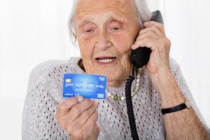 Senioren sind besonders gefährdet durch Telefonbetrug, (c) getty Images / AndreyPopov