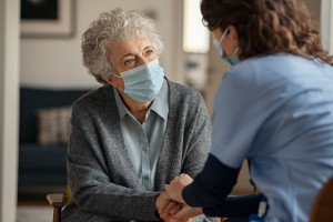 Pflegende müssen auch während der Rufbereitschaft erreichbar sein , (c) Getty Images / Ridofranz